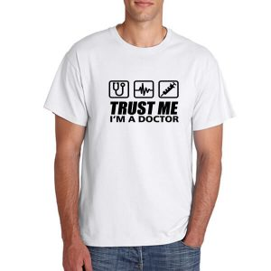 T-SHIRT-TRUST-ME-I_AM-A-DOCTOR-PUTIH
